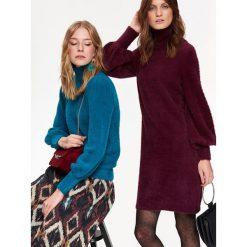 DOPASOWANA SUKIENKA Z BUFIASTYMI RĘKAWAMI. Czarne sukienki balowe marki Top Secret, na jesień, dopasowane. Za 129,99 zł.