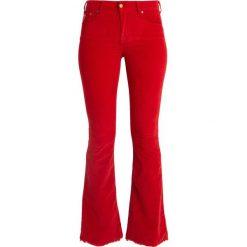 LOIS Jeans RAVAL EDGE Spodnie materiałowe blood red. Czerwone jeansy damskie marki LOIS Jeans. Za 509,00 zł.