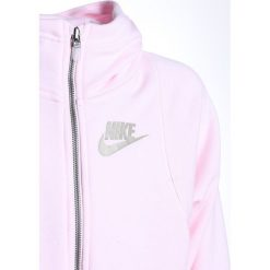 Nike Performance HOODIE Bluza rozpinana arctic pink. Czerwone bluzy chłopięce rozpinane marki Nike Performance, z bawełny. W wyprzedaży za 167,30 zł.
