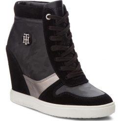 Sneakersy TOMMY HILFIGER - Camo Metallic Dress FW0FW03224 Black 990. Czarne sneakersy damskie TOMMY HILFIGER, z materiału. Za 599,00 zł.