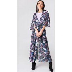 NA-KD Boho Szyfonowa sukienka płaszczowa - Purple,Multicolor. Niebieskie długie sukienki marki NA-KD Boho, na imprezę, w koronkowe wzory, z koronki, boho, na ramiączkach. Za 80,95 zł.