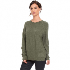 """Sweter """"Jamie"""" w kolorze khaki. Brązowe swetry klasyczne damskie marki Cosy Winter, s, ze splotem, z okrągłym kołnierzem. W wyprzedaży za 181,95 zł."""