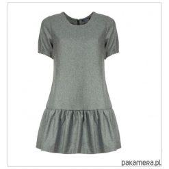 Sukienki: Sukienka z falbanką