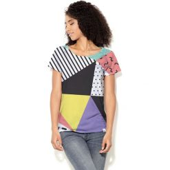 Colour Pleasure Koszulka damska CP-034  24 miętowo-fioletowo-czarno-biała r.  M-L. Fioletowe bluzki damskie marki Colour pleasure, uniwersalny. Za 70,35 zł.