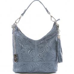 Skórzana torebka w kolorze błękitnym - 25 x 20 x 10 cm. Niebieskie torebki klasyczne damskie Anna Morellini, w paski, z materiału, z tłoczeniem. W wyprzedaży za 217,95 zł.