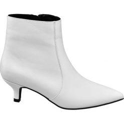 Botki damskie Catwalk białe. Białe botki damskie na obcasie Catwalk, z jeansu, na zamek. Za 83,00 zł.