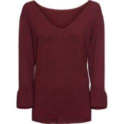 Sweter z falbanami bonprix czerwony klonowy. Czerwone swetry klasyczne damskie bonprix, z dekoltem w serek. Za 49,99 zł.