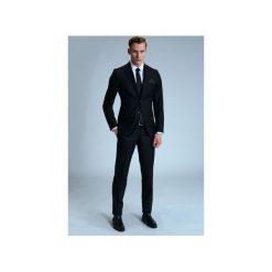 GARNITUR RAVEN. Czarne garnitury Guns&tuxedos. Za 399,99 zł.