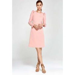 Różowa Sukienka Trapezowa z Falbankami na Ramionach. Czerwone sukienki balowe marki Molly.pl, na co dzień, l, z falbankami, oversize. Za 149,90 zł.