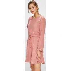 Vila - Sukienka. Różowe sukienki mini marki Vila, na co dzień, s, z materiału, casualowe, z okrągłym kołnierzem, rozkloszowane. W wyprzedaży za 179,90 zł.