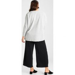 Bluzy rozpinane damskie: Dorothy Perkins Curve RUFFLE Bluza grey