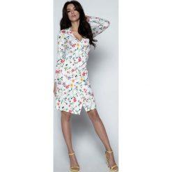 Sukienki: Biała Sukienka Asymetryczna w Kwiaty z Kopertowym Dekoltem