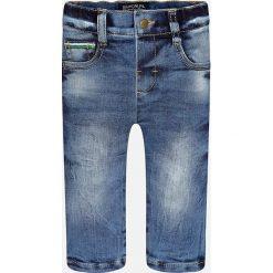 Mayoral - Jeansy dziecięce 74-98 cm. Niebieskie jeansy chłopięce marki Mayoral, z aplikacjami. W wyprzedaży za 49,90 zł.