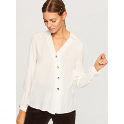 Koszula z asymetrycznym zapięciem - Biały. Szare koszule damskie marki Mohito, l, z asymetrycznym kołnierzem. Za 99,99 zł.