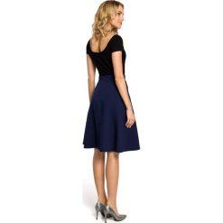 ALAINA Trapezowa spódnica długości do kolan - granatowa. Niebieskie spódniczki trapezowe Moe, w geometryczne wzory, midi. Za 109,99 zł.