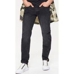 Jeansy STRAIGHT - Czarny. Czarne jeansy męskie Cropp. Za 89,99 zł.