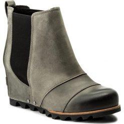 Botki SOREL - Lea Wedge NL 2704 Dark/Grey/Black 089. Szare buty zimowe damskie Sorel, z gumy, na obcasie. W wyprzedaży za 309,00 zł.