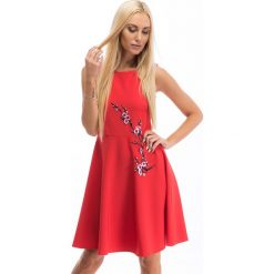 Czerwona sukienka z japońskim haftem 8268. Czerwone sukienki Fasardi, m, z haftami. Za 64,00 zł.