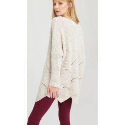 Jasnobeżowy Sweter Take. Brązowe swetry klasyczne damskie other, uniwersalny. Za 69,99 zł.