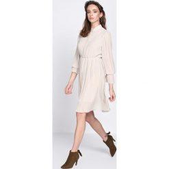 Sukienki: Jasnobeżowa Sukienka Acquiescence