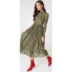 NA-KD Trend Siateczkowa sukienka midi z długim rękawem - Multicolor. Białe długie sukienki marki NA-KD Trend, w paski, z poliesteru, z klasycznym kołnierzykiem. W wyprzedaży za 135,80 zł.