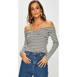 Guess Jeans - Sweter Emiliane. Szare swetry klasyczne damskie marki Guess Jeans, na co dzień, l, z aplikacjami, z bawełny, casualowe, z okrągłym kołnierzem, mini, dopasowane. Za 279,90 zł.