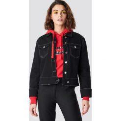 Emilie Briting x NA-KD Kurtka jeansowa z mankietami - Black. Czarne bomberki damskie Emilie Briting x NA-KD, z jeansu. Za 283,95 zł.