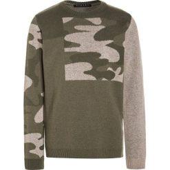 Sisley Sweter khaki. Brązowe swetry chłopięce Sisley, z bawełny. W wyprzedaży za 135,20 zł.