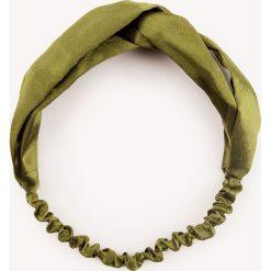NA-KD Accessories Satynowa opaska do włosów - Green. Zielone ozdoby do włosów NA-KD Accessories. W wyprzedaży za 22,40 zł.