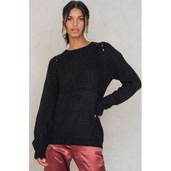 Swetry klasyczne męskie: Rut&Circle Sweter z dziurami na ramionach – Black