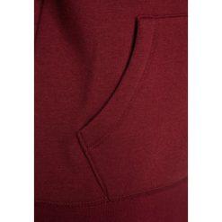 IKKS Bluza rozpinana bordeaux. Czerwone bluzy dziewczęce rozpinane marki IKKS, z bawełny. W wyprzedaży za 202,30 zł.