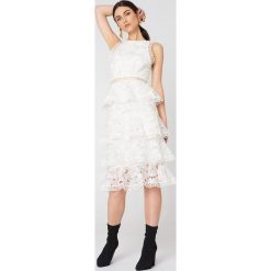 Sukienki hiszpanki: True Decadence Koronkowa sukienka z falbankami – White