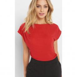 Koszulka z metaliczną nitką. Czerwone bluzki asymetryczne Orsay, z dzianiny, z krótkim rękawem. Za 49,99 zł.