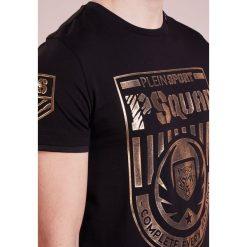 Plein Sport ROUND NECK Tshirt z nadrukiem black/gold. Czarne koszulki polo marki Plein Sport, m, z nadrukiem, z bawełny. W wyprzedaży za 503,40 zł.
