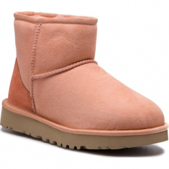 Buty UGG - W Classic Mini II 1016222 W/Sset. Szare buty zimowe damskie marki Ugg, z materiału, z okrągłym noskiem. Za 729,00 zł.