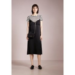 IBlues BIS Sukienka letnia schwarz. Czarne sukienki letnie marki iBlues, z materiału. W wyprzedaży za 544,50 zł.