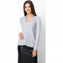 Szary sweter z dekoltem V QUIOSQUE. Szare swetry klasyczne damskie QUIOSQUE, ze splotem, z dekoltem w serek. Za 159,99 zł.