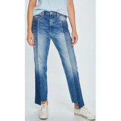 Tommy Jeans - Jeansy TJ 1990. Niebieskie boyfriendy damskie Tommy Jeans, z podwyższonym stanem. W wyprzedaży za 429,90 zł.