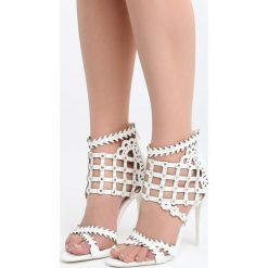 Białe Sandały Taste Your Lips. Białe sandały damskie Born2be, z lakierowanej skóry, na wysokim obcasie, na obcasie. Za 89,99 zł.