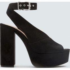 Sandały na obcasie i platformie. Czarne sandały damskie marki Pull&Bear, na obcasie. Za 139,00 zł.