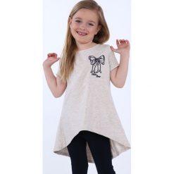 Tunika dziewczęca z kokardą beżowa NDZ8232. Szare sukienki dziewczęce marki Fasardi. Za 39,00 zł.