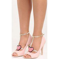 Różowe Sandały Love Story. Białe sandały damskie marki Reserved, na wysokim obcasie. Za 79,99 zł.