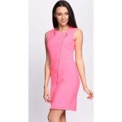 Sukienki: Koralowa Sukienka Safe Passage