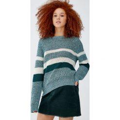 Sweter w kolorowe panele z karczkiem. Zielone swetry klasyczne damskie Pull&Bear. Za 89,90 zł.
