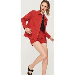 Szorty damskie: Jeansowe szorty – Czerwony