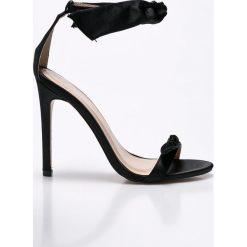 Public Desire - Sandały. Czarne sandały damskie marki Public Desire, z materiału, na obcasie. W wyprzedaży za 119,90 zł.