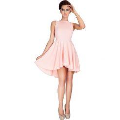 Sukienki: Elvira Ekskluzywna sukienka z dłuższym tyłem – Brzoskwinia