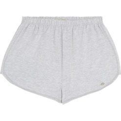 Spodenki basic. Białe szorty damskie Pull&Bear. Za 27,90 zł.