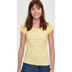 Bluzki, topy, tuniki: T-shirt z napisem – Żółty