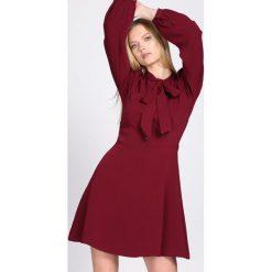 Bordowa Sukienka Sources. Czerwone sukienki hiszpanki Born2be, na jesień, l, mini. Za 119,99 zł.